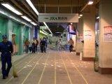 清掃中のスタンド1F、JRA発売所付近。